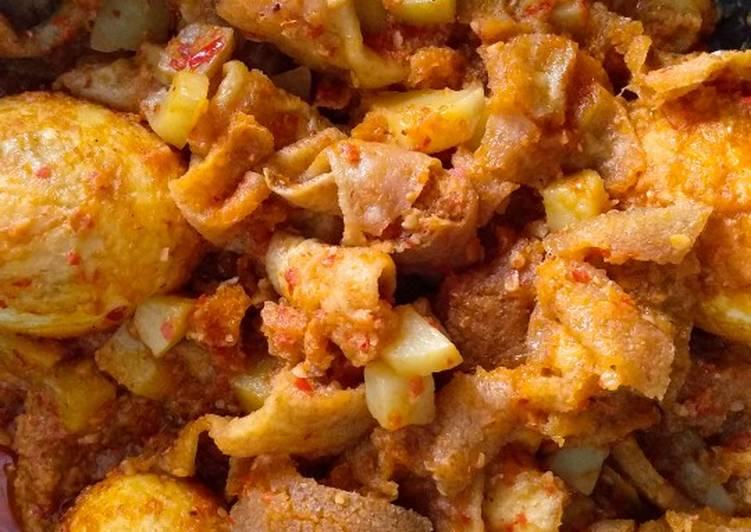 Sambel goreng krecek, kentang, telor