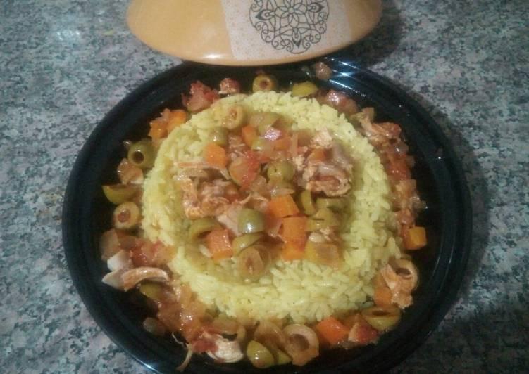 Riz au poulet, carottes et olives