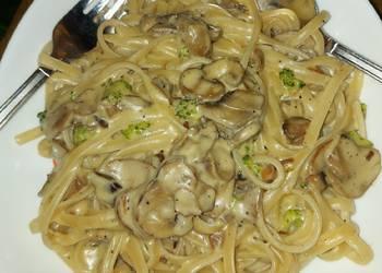 Easiest Way to Recipe Yummy Broccoli and Mushroom Fettucine Alfredo