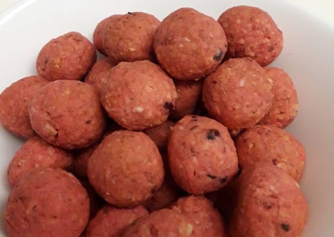 Almond strawberry ball (34 kalori per bola)