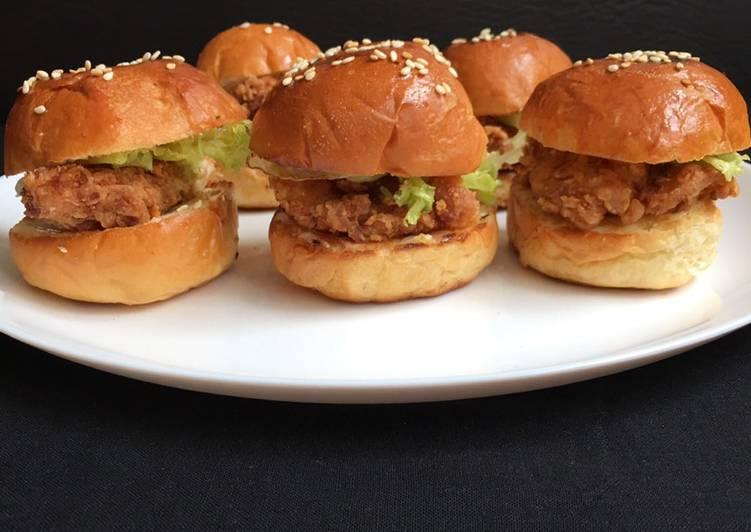 Bagaimana Bikin Crispy Fried Chicken Mini Burger Anti Gagal