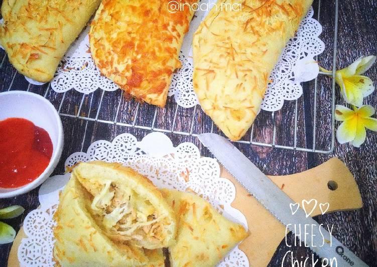 Cheesy Chicken Calzone (Pizza Lipat Ayam Keju)