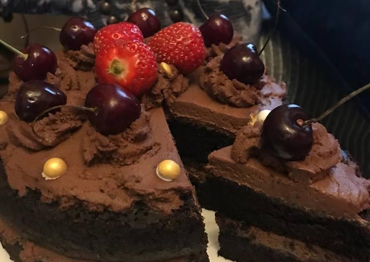Steps to Make Homemade Chocolate cake with chocolate fresh cream
