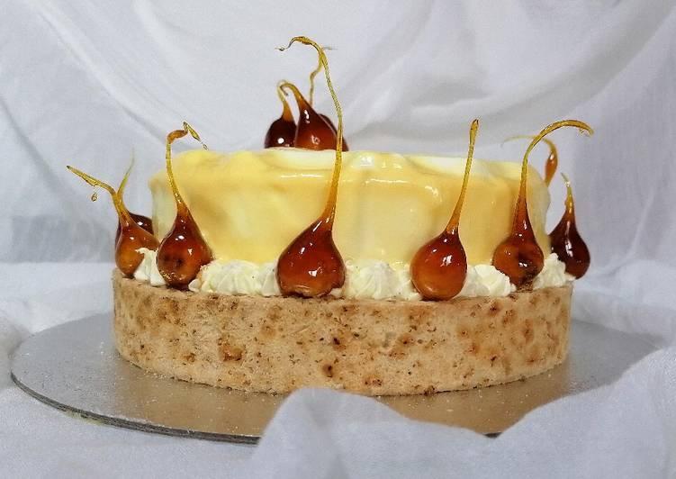 Torta moderna al caramello salato, nocciole e vaniglia