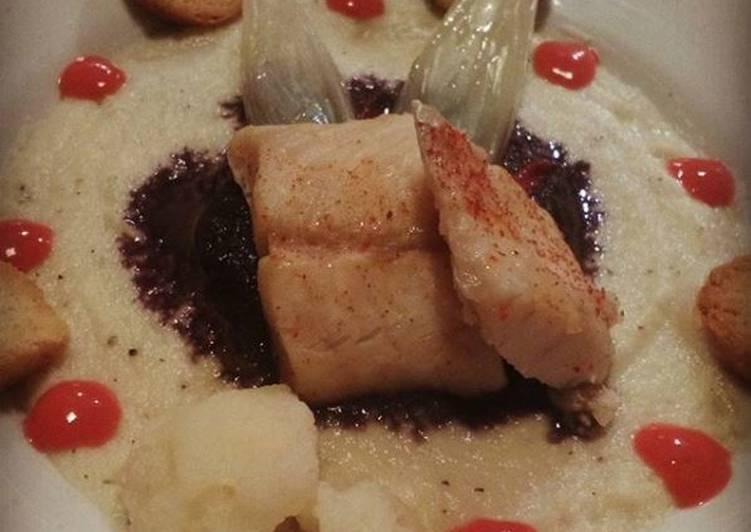 Ricetta Persico al vapore con passata di cavolfiore e carote viola e coulis di frutti di bosco