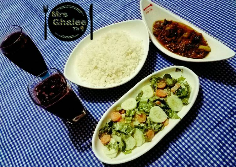 Easiest Way to Make Yummy White rice with Mongolian chicken stew,Green salad and champman