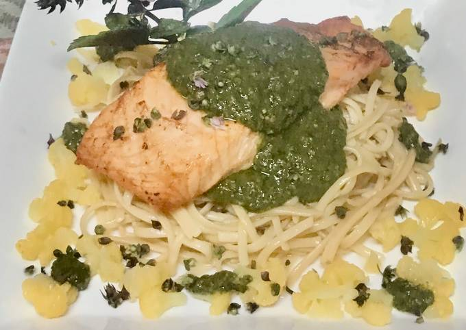 Thai basil pesto with cashew nuts And chickpeas pasta