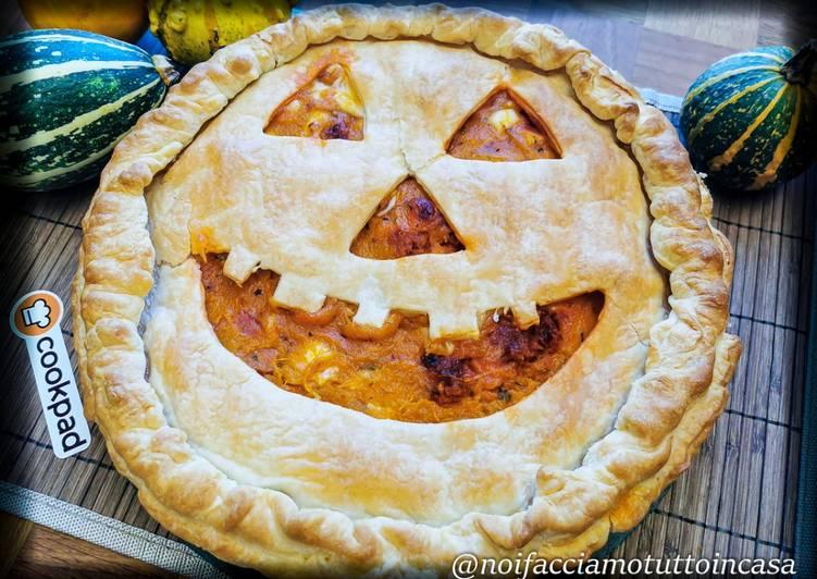 Torta salata ripiena di zucca per Halloween