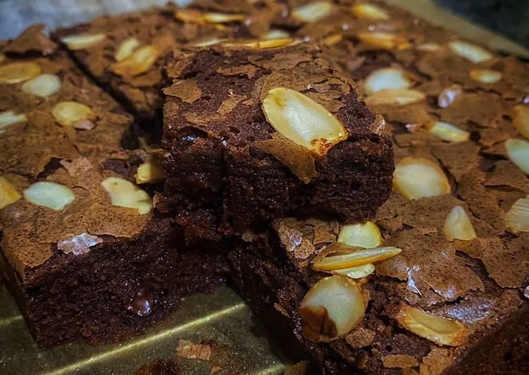 Cara Gampang Membuat Fudgy Melted Choco Brownies panggang premium Anti Gagal