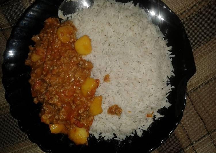 Coconut rice With Mince & Potato Curry (Aloo Kheema)