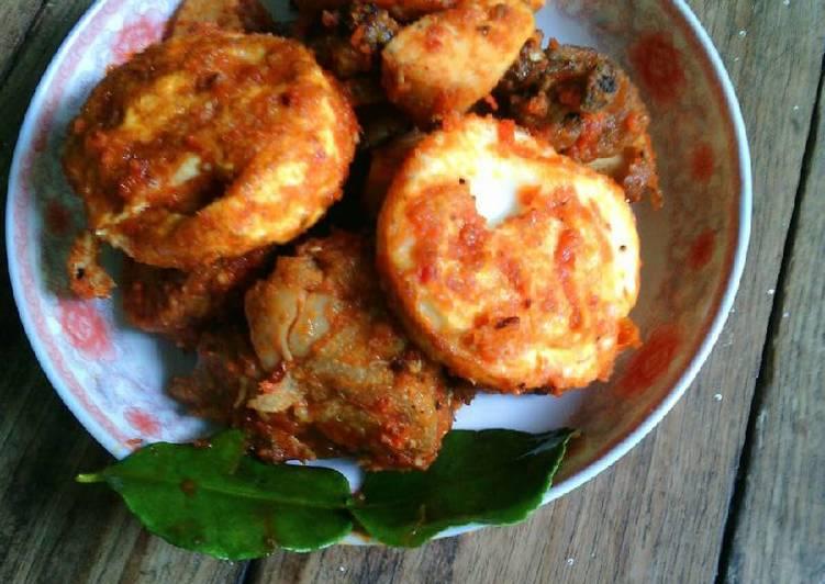 Ayam dan Telur Bumbu Merah (Menu Daur Ulang)