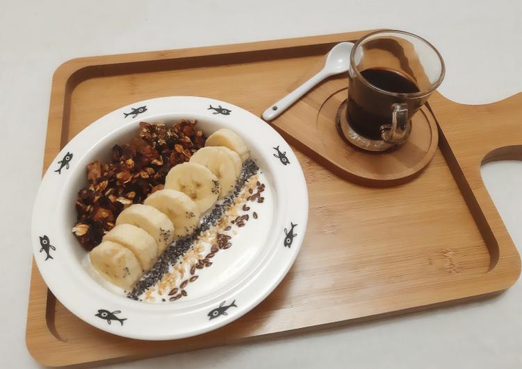 Le moyen le plus simple de Cuire Délicieuse Yaourt bowl granola banane sésame lin et pavot 😋