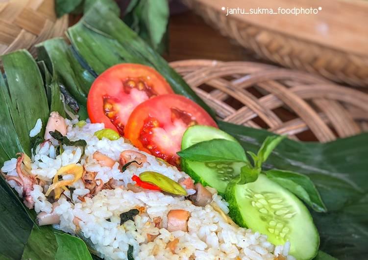 Bagaimana Menyiapkan Nasi Bakar Cumi Pete Super Lezat