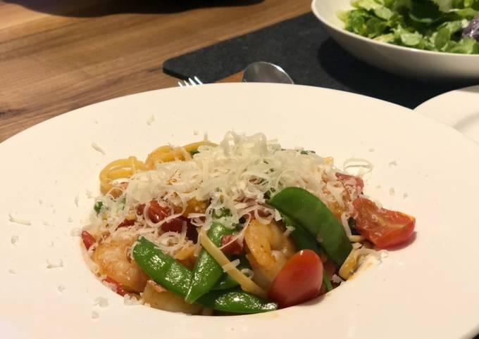 Chilli prawn linguine (with lime salad)