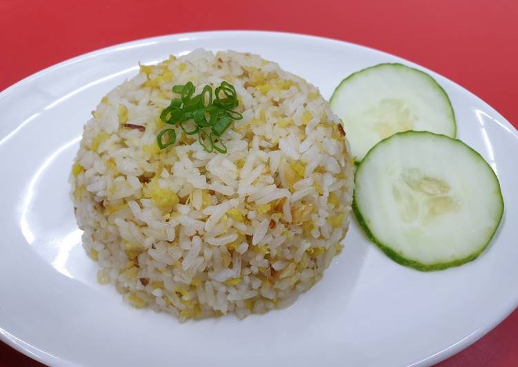 Recipe: Appetizing Garlic Fried Rice 蒜香炒饭