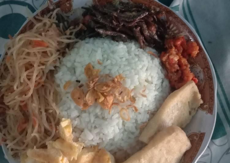Sambal teman nasi uduk