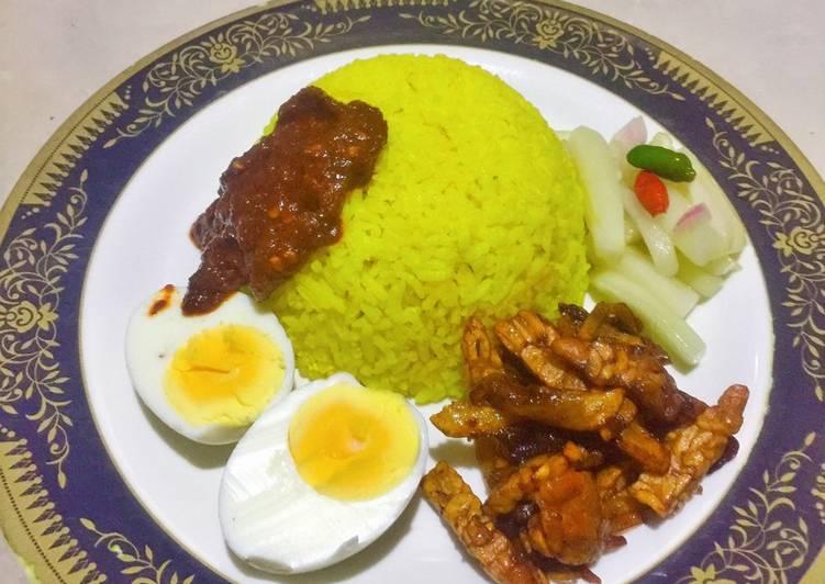 Nasi kuning Rice cooker vs sambal lada kering - cookandrecipe.com