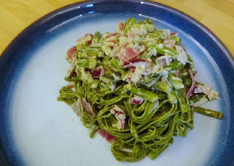 Simple Way to Make Homemade Spinach Linguine with Asparagus