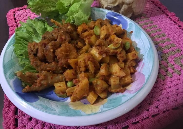 Cara membuat: Sambal goreng kentang pete ayam