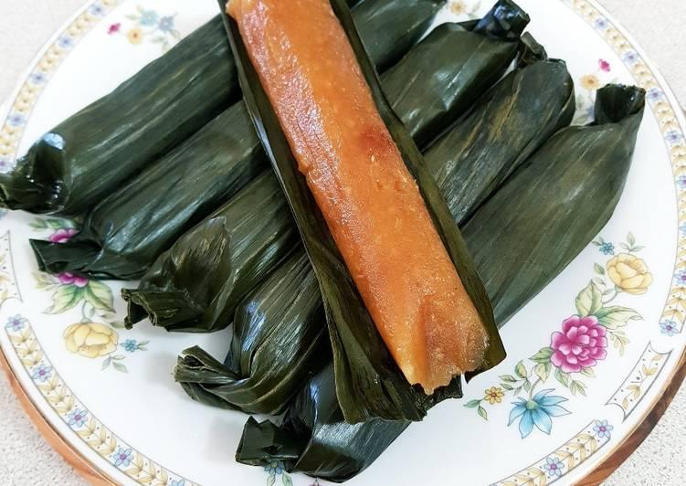 5 Minute Steps to Make Vegan Lemet Singkong (Cassava in Banana Leaves)