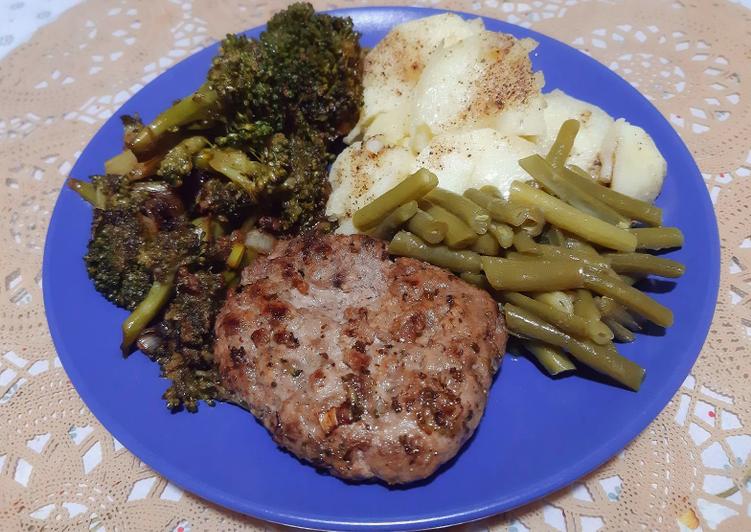 Steak haché accompagné de légumes 🍴
