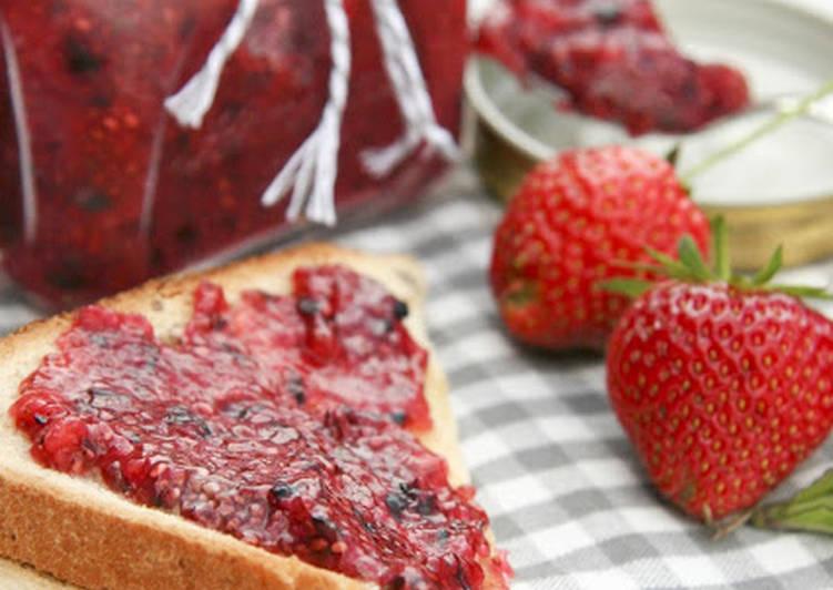 Crufiture aux fraises et aux myrtilles