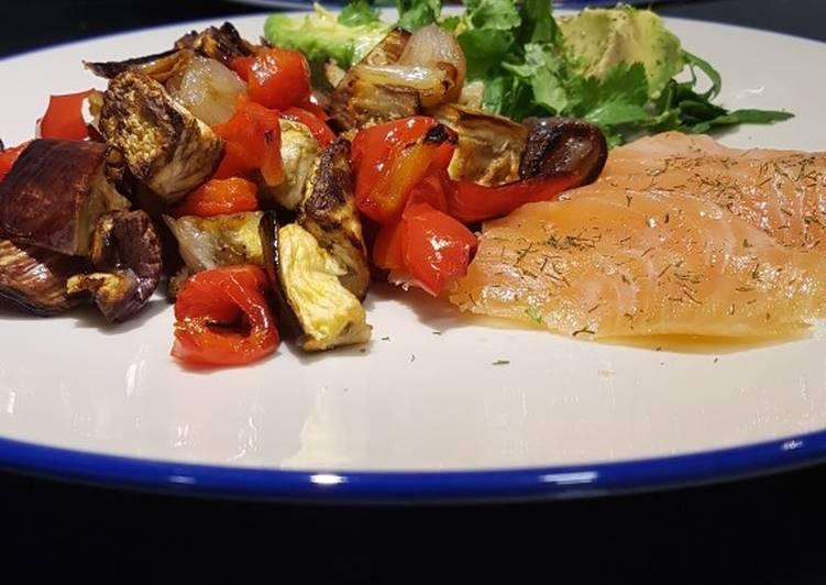 Verduras asadas con salmón ahumado