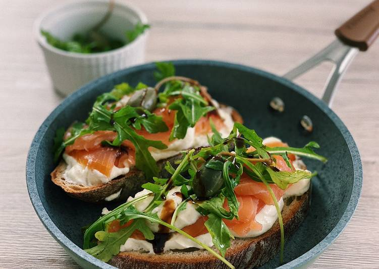 Recipe of Ultimate Salmon bruschetta with lime mousse💚