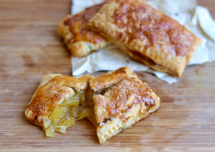 Pineapple and apple pie 🥧 🍍 🍏