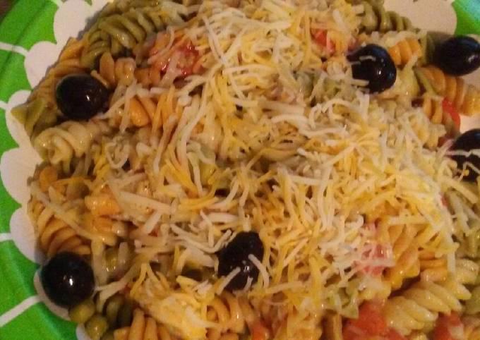 Easy Puerto Rican style chicken pasta salad