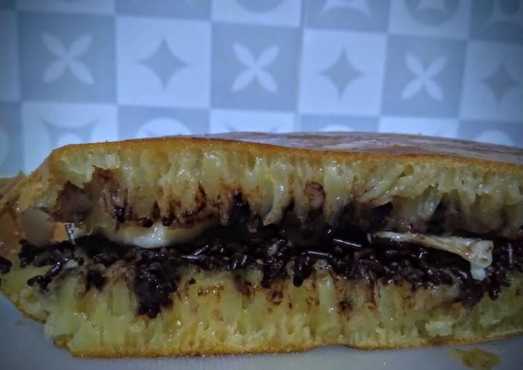 Martabak manis teflon anti gagal dan bersarang takaran sendok - cookandrecipe.com