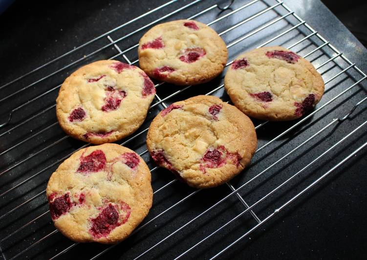 Recipe of Super Quick Homemade White chocolate and raspberry cookies