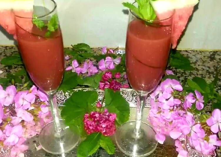 Step-by-Step Guide to Prepare Speedy Red watermelon juice, mint and lemon juice