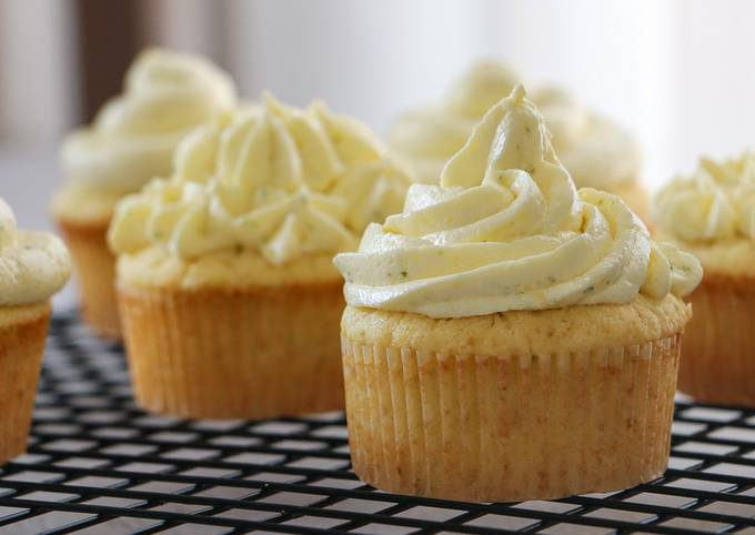 Greek Yogurt and Lime Cupcakes with Berries Jam and Cream Cheese Frosting