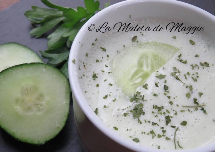 Sopa fría de pepino y yogur de soja