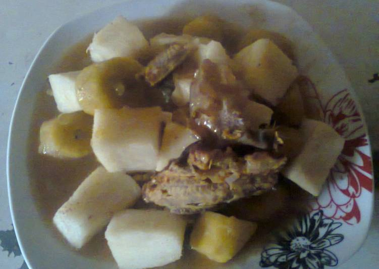 Dryfish pepper soup with yam and plantain