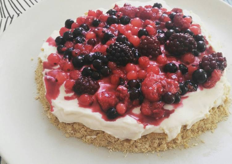 Simple Way to Make Quick Cheescake with mixed berries and oat base