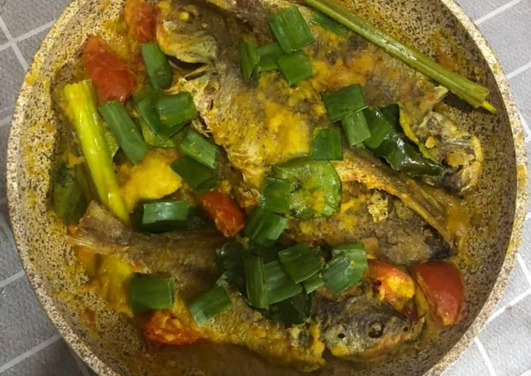 8. Pesmol Ikan Ekor Kuning
