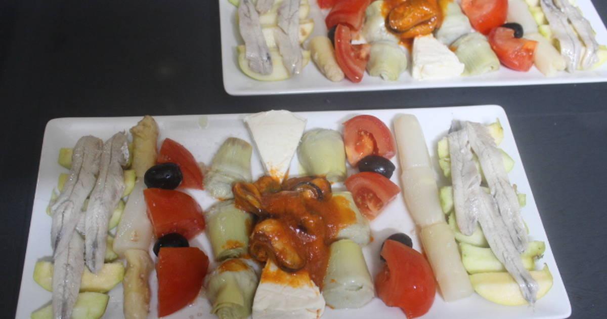 Ensalada de mejillones picantes y boquerones en vinagre