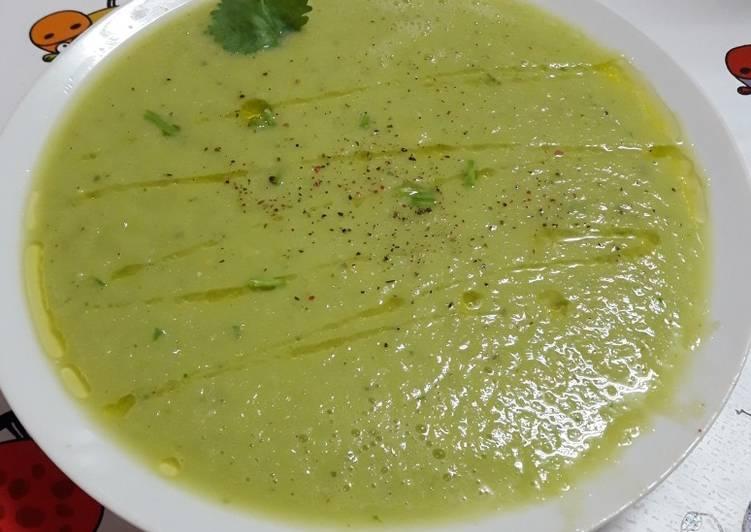 Sopa fría de pepino y aguacate