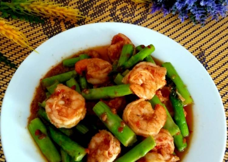 Udang asparagus goreng belacan