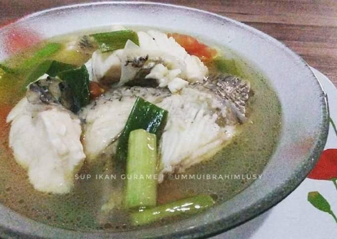 Bagaimana Menyiapkan Sup Ikan Gurame, Lezat