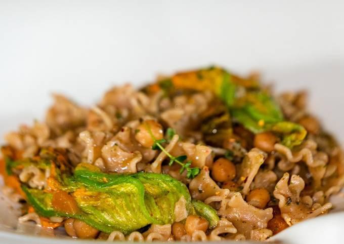 Pasta & Ceci all'Ortolana con Fiori di Zucca