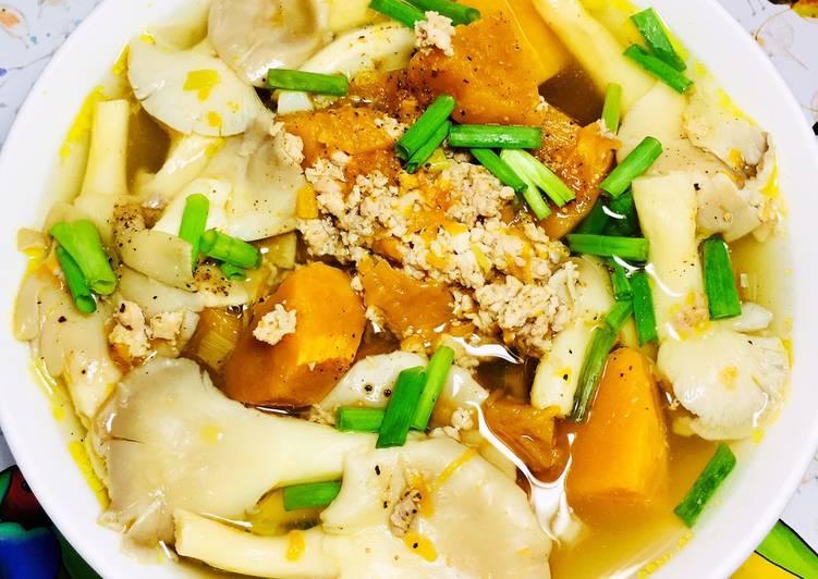 Cách Làm Món Canh Bí Đỏ Nấu Nấm Thịt của Hoàng Oanh - Cookpad