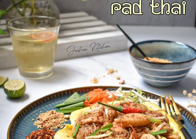 Chicken Pad Thai Fold-Over Omelette Style