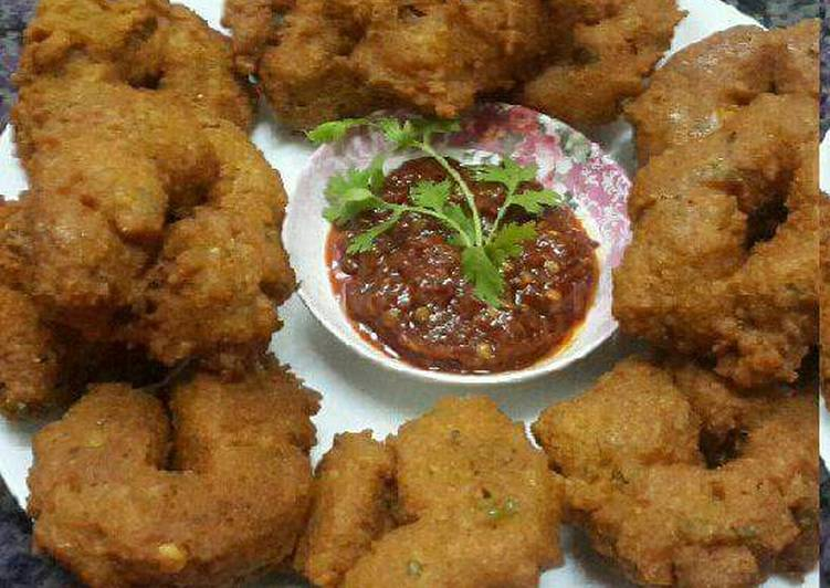 15 Minute Steps to Prepare Royal Chana and Moong Daal Medu Vadas