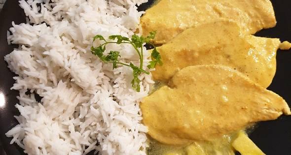 Pollo Con Leche De Coco Y Curry Y Arroz Basmati
