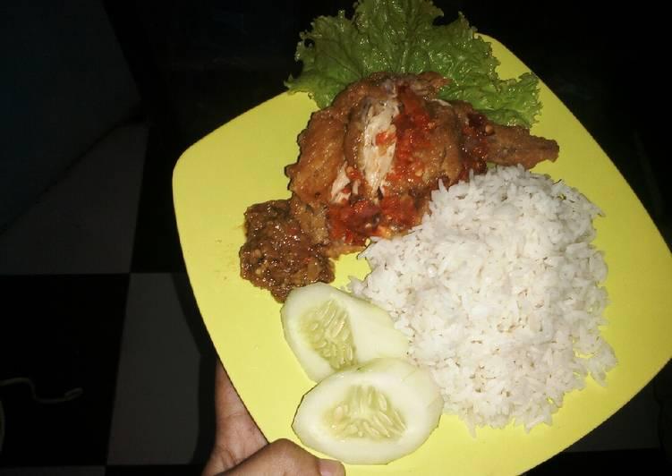 Ayam geprek sambal ijo