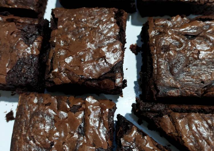 Shiny Crust Brownies - Nyoklat banget, anti gagal