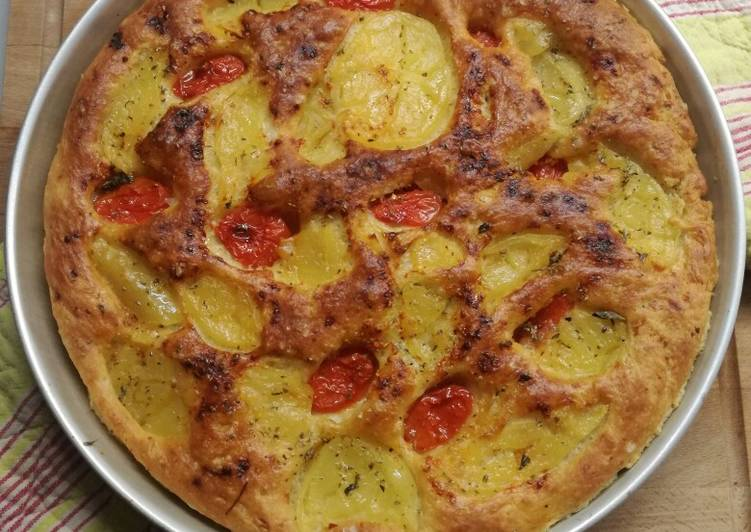 Ricetta Focaccia Pugliese con Patate e Pomodorini